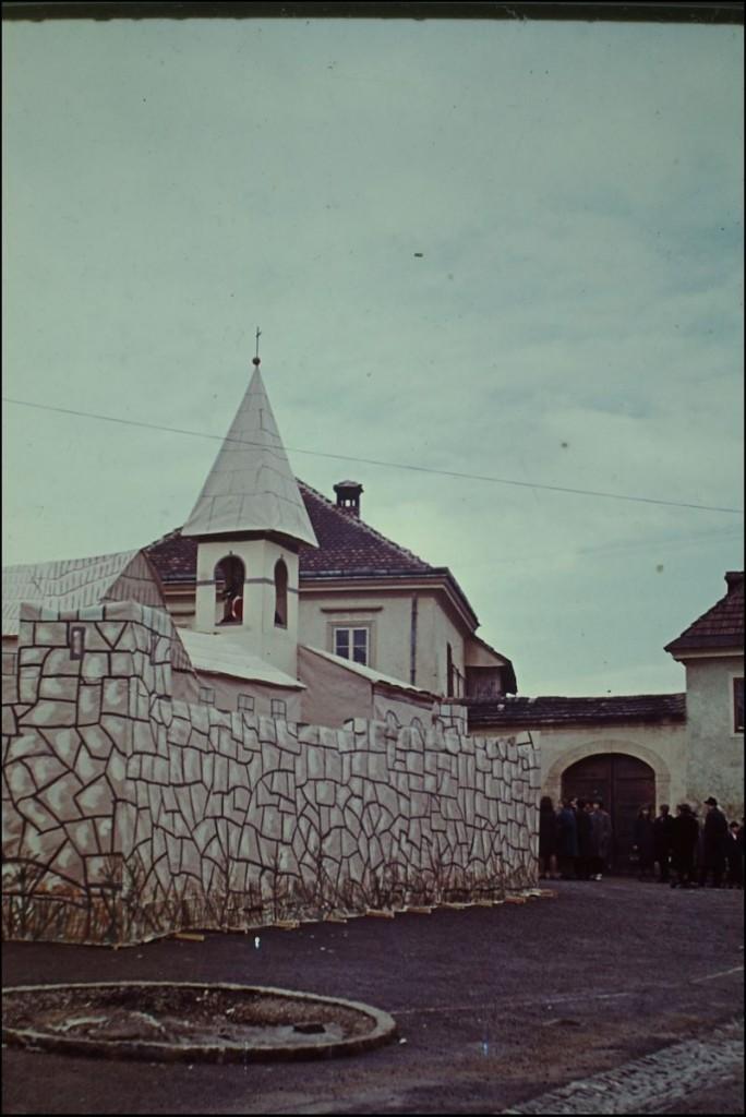 1965<br>Metlika - pustovanje - srednjeveška Metlika <br>3,5 x 4 cm<br>Inv. št.: E68