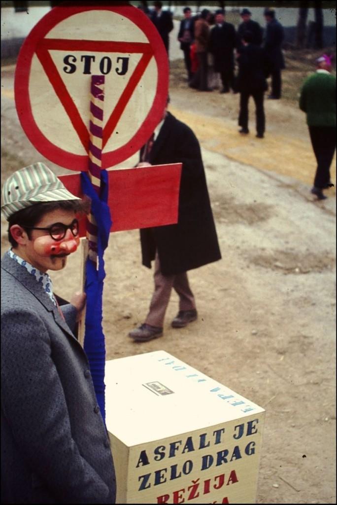 1973<br>Bušinja vas - pustovanje<br>3,5 x 4 cm<br>Inv. št.: E265