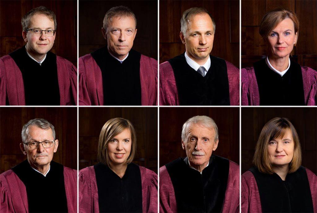 Ustavni sodniki, rušitelji zakona otujcih