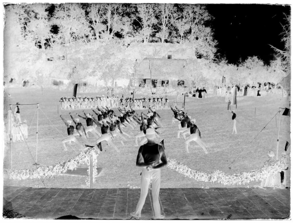Nastop Sokola Novo mesto in Belokranjskega Sokola<br>Metlika, Ivčev vrt, 1908, negativ na stekleni plošči, 17,8 x 23,8 cm<br>inv. št.: Ns 012