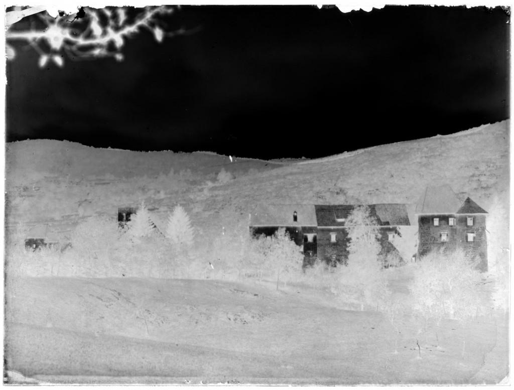 Grad Pobrežje<br>Pobrežje, okoli leta 1910, negativ na stekleni plošči, 17,8 x 23,8 cm<br>inv. št.: Ns 077