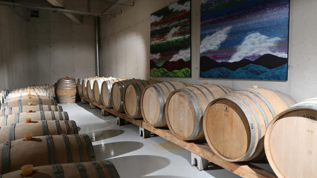 Vsa vina Edi Simčič zorijo v hrastovih barikih,<br> bela najmanj eno leto, rdeča povprečno od dveh do štirih let