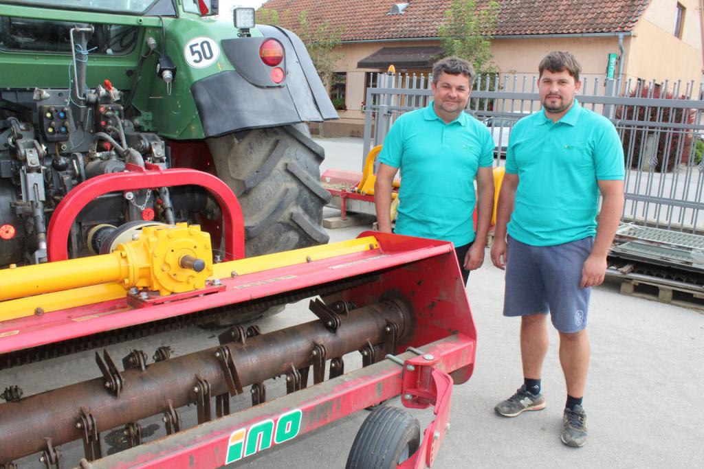 Preizkus mulčerja MS HEMP smo opravljali na kmetiji Maroša. Na sliki sta oče Aleš in sin Ambrož Maroša.
