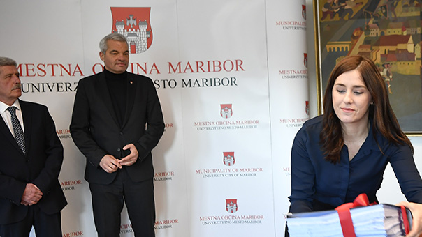 Drago Cotar (predsednik NK Maribor in nekdanji dolgoletni direktor Zavarovalnice Maribor), Saša Arsenovič in Sanja Hrgota.