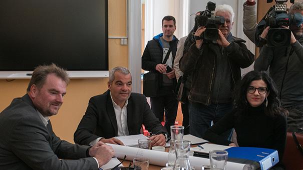 Boris Železnik (prvi z leve), Saša Arsenovič in Jelka Vrečko, šefinja kabineta mariborskega župana