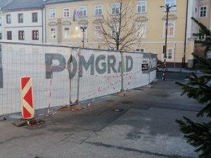 Obnovo Glavnega trga, vredno 5 milijonov evrov, je dobil Arsenovičev oziroma družinsko občinski gradbinec Pomgrad, posredni lastnik časnika Večer, ki je Arsenoviču pomagal do zmage na županskih volitvah
