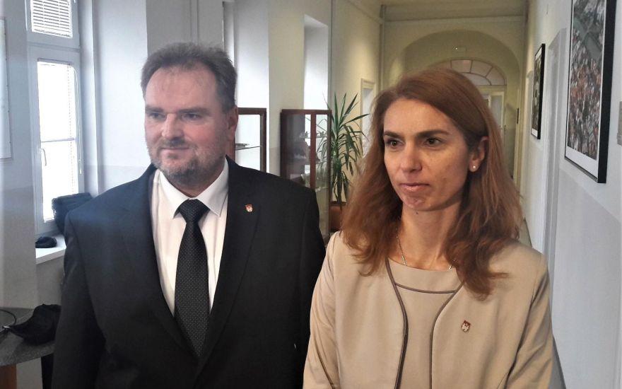 Direktorski stolček v mestni upravi zapušča Boris Železnik, kot v.d. direktorja ga bo zamenjala Mateja Cekić. Foto: Mariborinfo