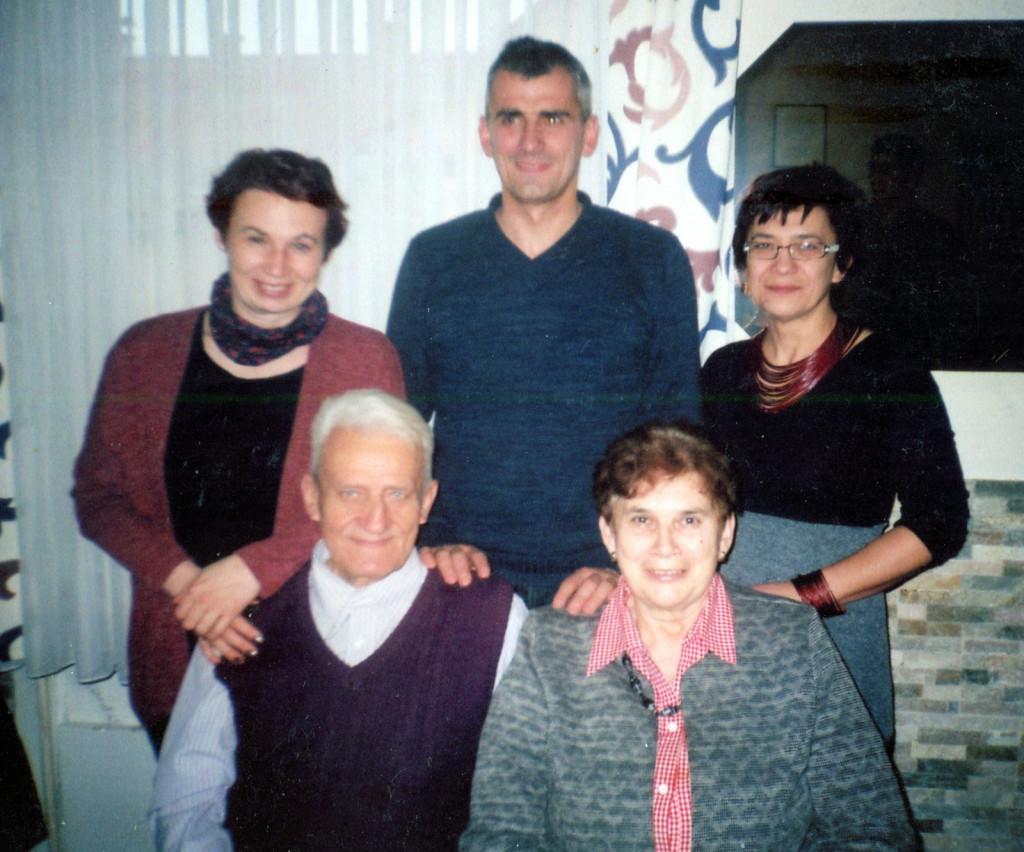 Marta in Franc s svojo družin (od leve stojijo): Darja, Dejan in Sonja.<br> <br>
