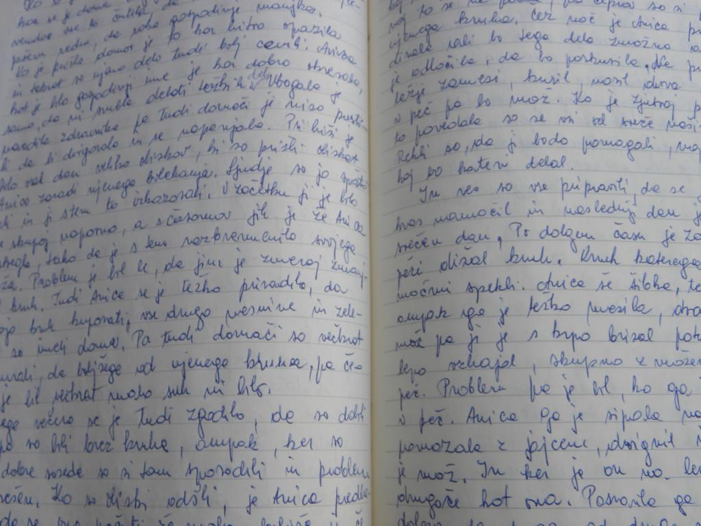 Piše klasično, na roke, sin Dejan pa potem njena dela prepiše na računalnik.