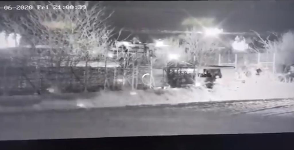 Turki na meji z gradbenimi stroji podirajo grško mejno ograjo. Res nezaslišano!