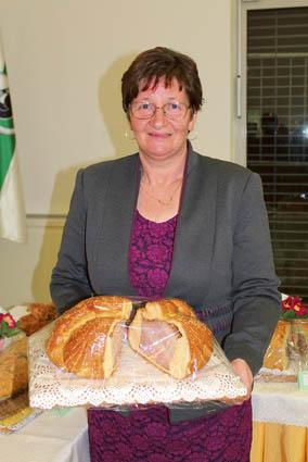 Tatjana Novljan, predsednica DPŽ Sončnica, vsako leto sodeluje<br>s svojim izdelkom, letos je zanj prvič prejela zlato priznanje.