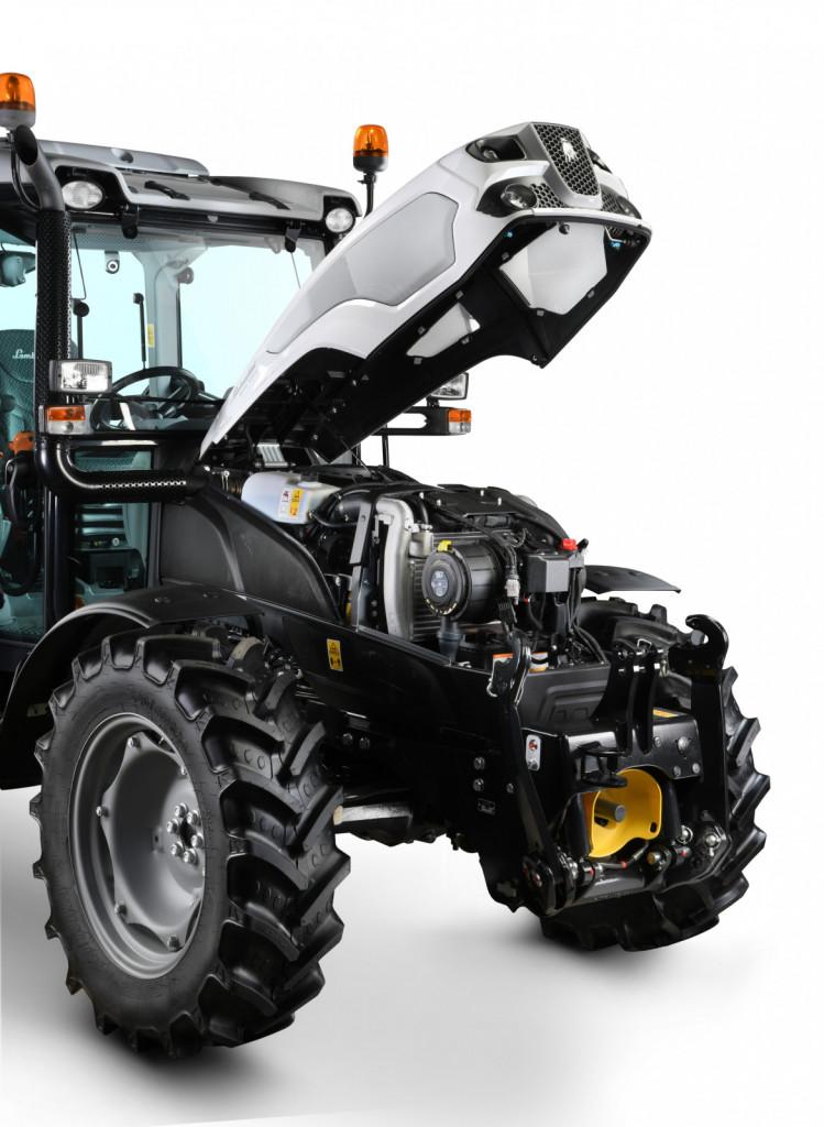 Traktor ima zmogljiv motor