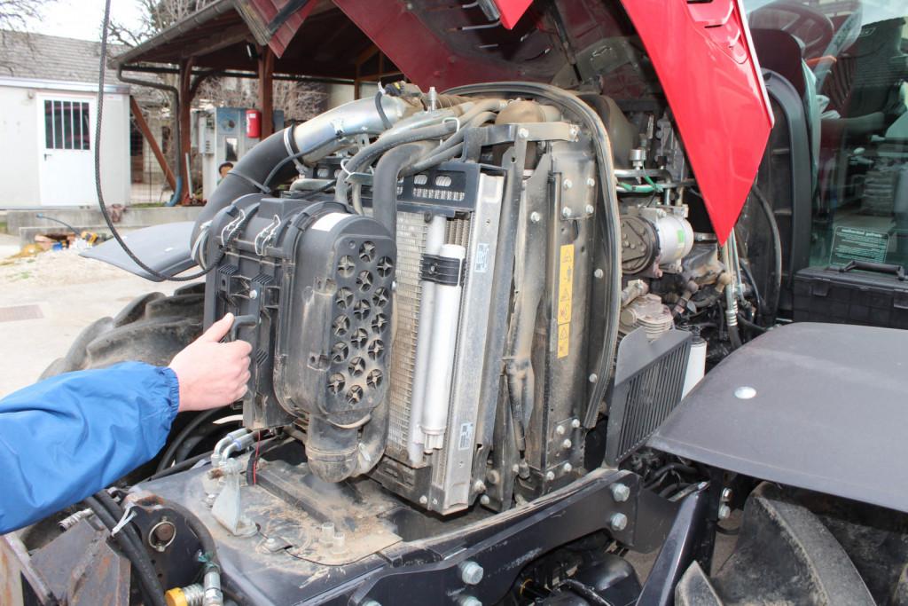 Zračni filter ter hladilniki motorja, klimatske naprave in oljni hladilnik so odlično dostopni