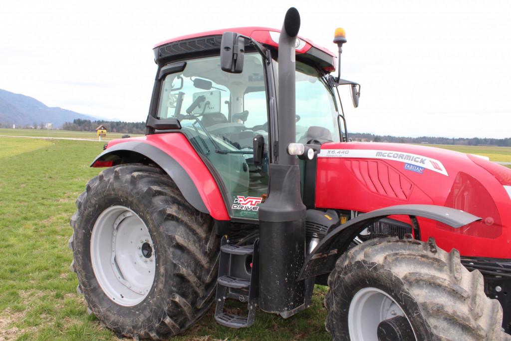 Oznaka VT-Drive na vratih kabine označuje, da ima traktor brezstopenjski menjalnik