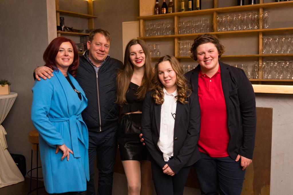Družina Krsnik Koše: MIhaela, Boštjan, Lena, Lana, Lina