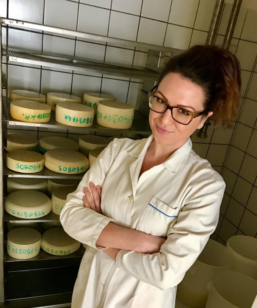 Maja Kekec je glavna v sirarni