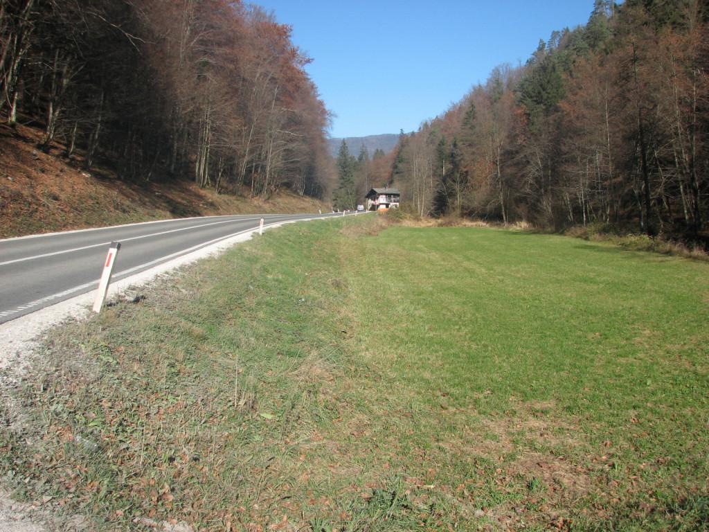 Neposeljeno Studence _obstojelči prometni koridor.