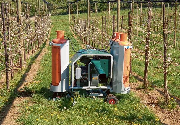 stroj proti pozebi, greje pol hektarja in je stal osem tisoč evrov
