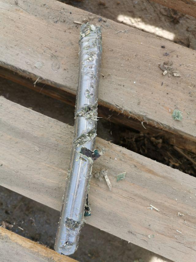 Nerjaveče kovinske palice, najdene med siliranjem koruze na območju Gornje Radgone.