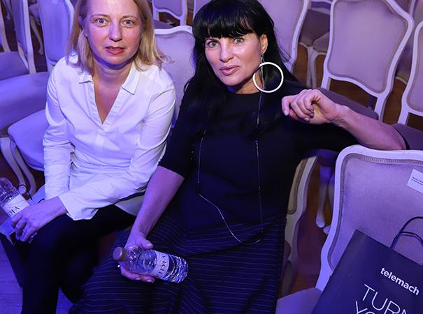 Helena Cvikl (na sliki desno, levo Jasmina Leskovar iz SNG Maribor) je na ministrstvo za gospodarstvo prišla lani decembra.
