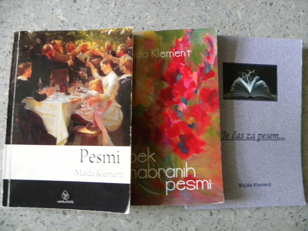 Pohvali se lahko s tremi pesniškimi zbirkami.