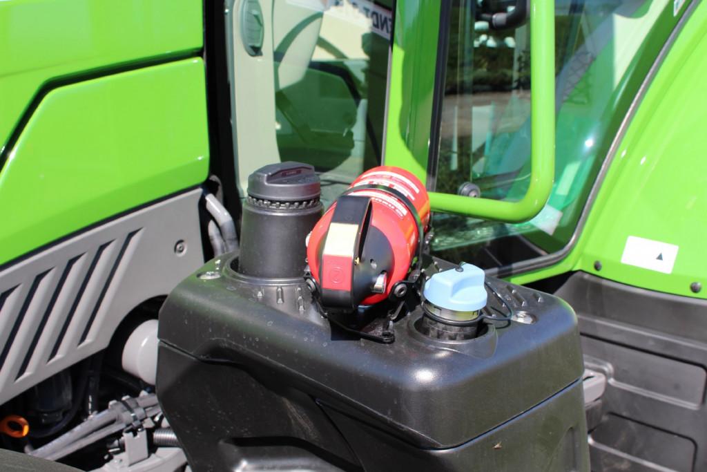 Gasilni aparat pri roki lahko prepreči razširitev požara na stroju