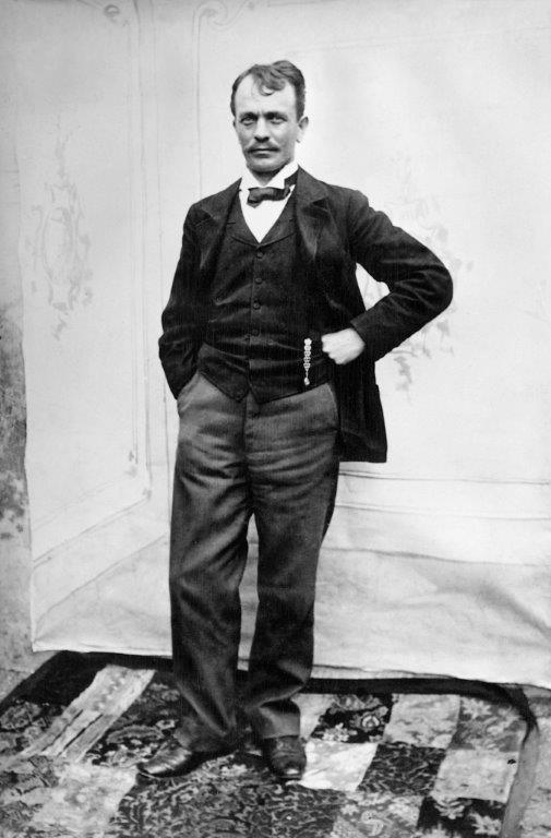Fotoportret slikarja Mateja Sternena iz leta 1870