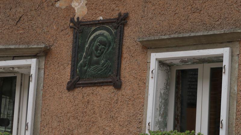 Kovan detajl na hiši v Kropi
