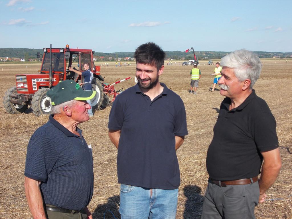 Izkušnje, prepletene z mladostjo (od leve): Štefan Bukvič, Matej Sinic in njegov oče kot tehnični serviser Jože Sinic.<br> <br>