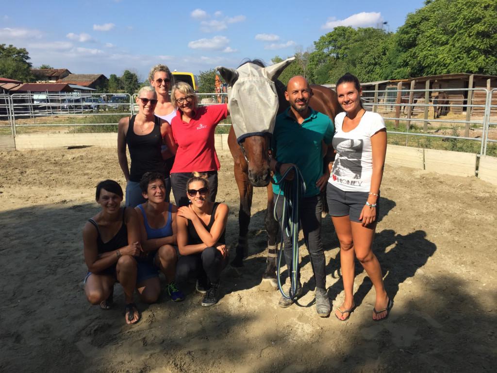 Petra Ladurner preko seminarjev in individualnih lekcij na njenih konjih izobražuje jahače v Italiji, Avstriji in tudi Sloveniji.