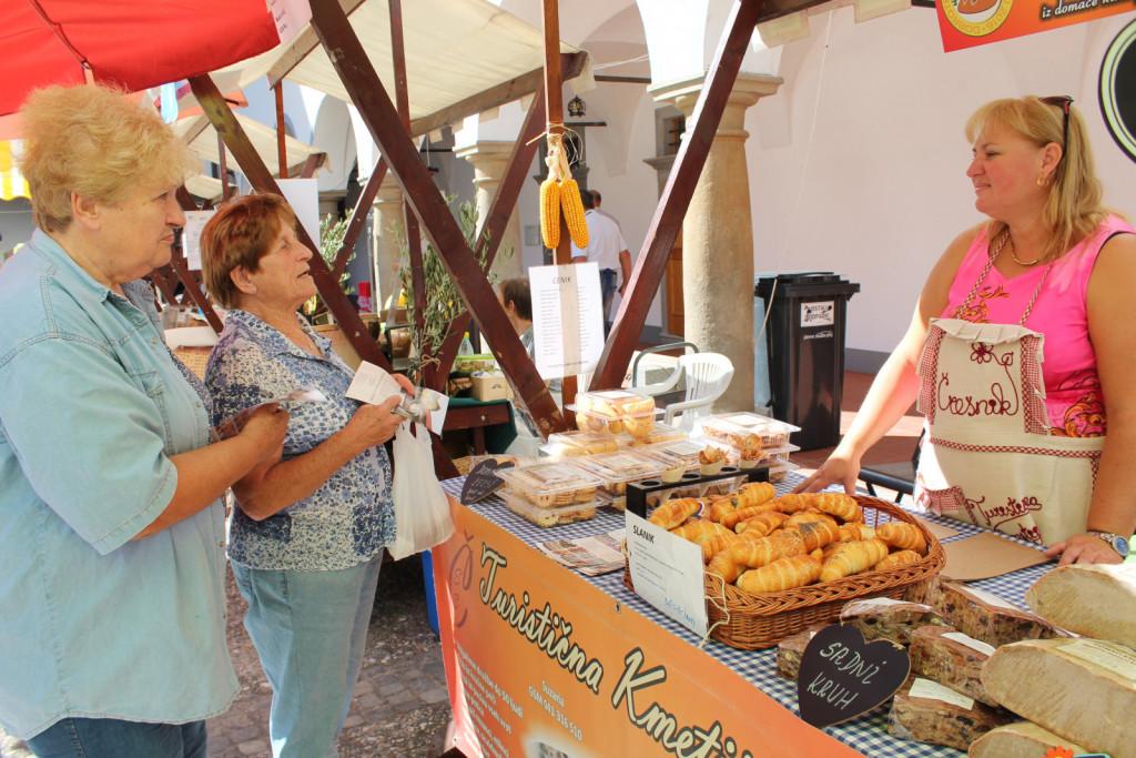 Turistična kmetija Črešnik sodeluje na Dobrotah slovenskih kmetij od samega začetka in je prejela že številna priznanja. Letos je prejela znak kakovosti za domači kruh iz krušne peči ter zlato priznanje za bučno olje in krofe.