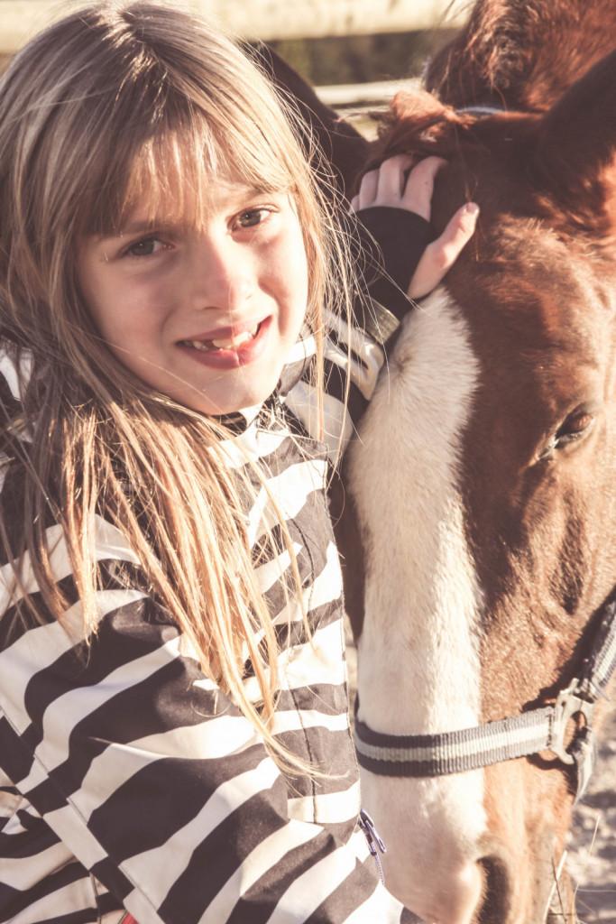 Družba konj spodbuja nastajanje hormonov sreče.