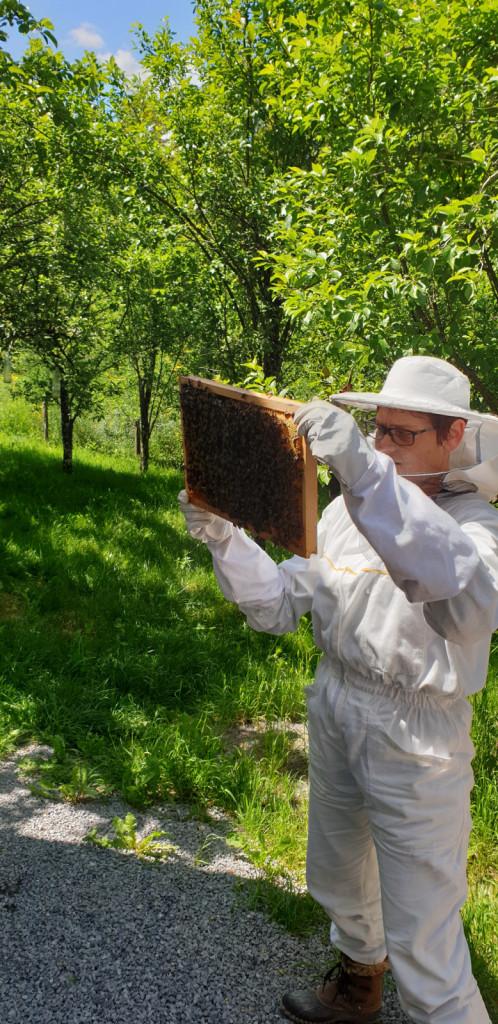 Tudi čebelarjenje je ena od njenih strasti.
