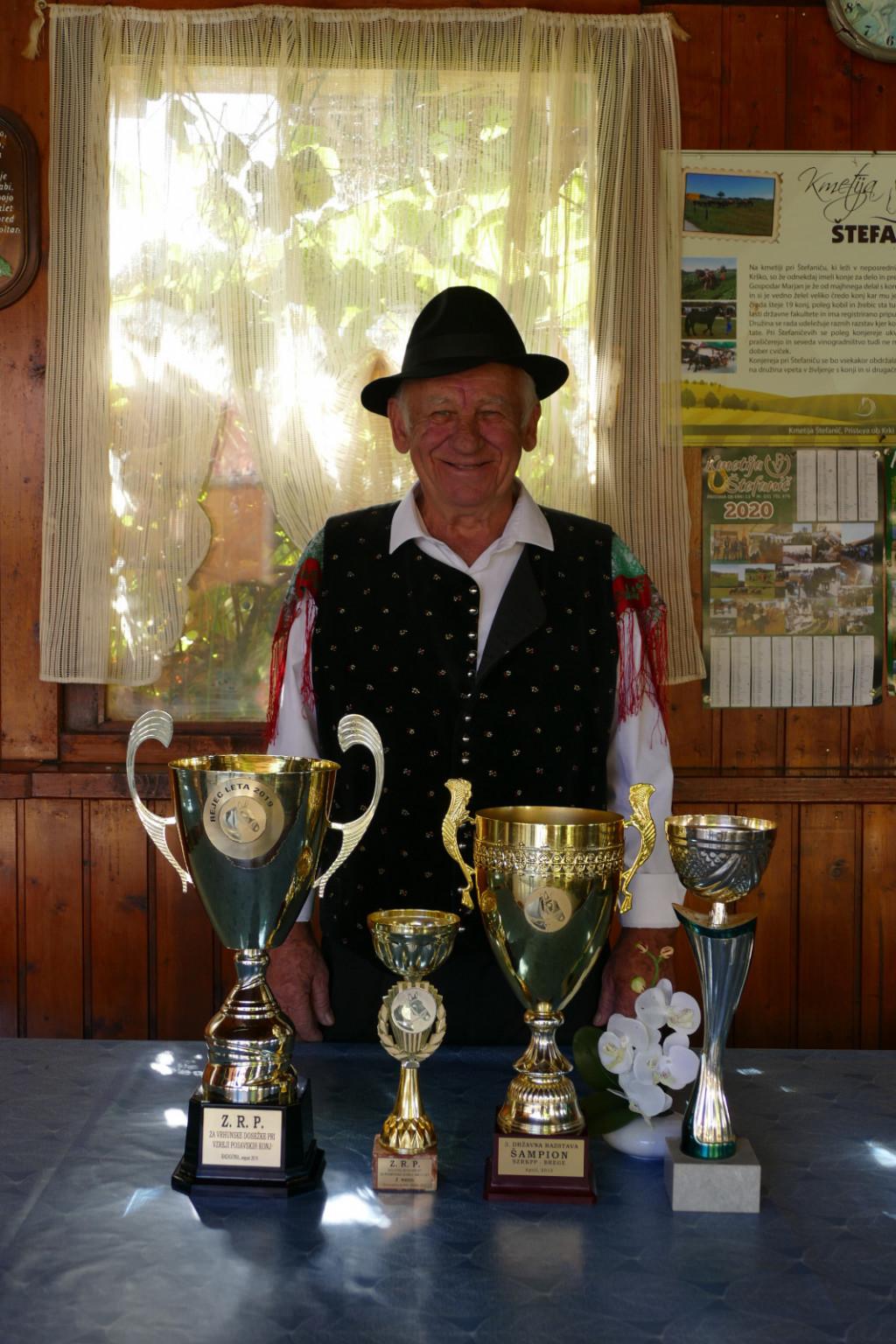 Marjan Štefanič je ponosen na svoje pokale za rejo posavskih konj.