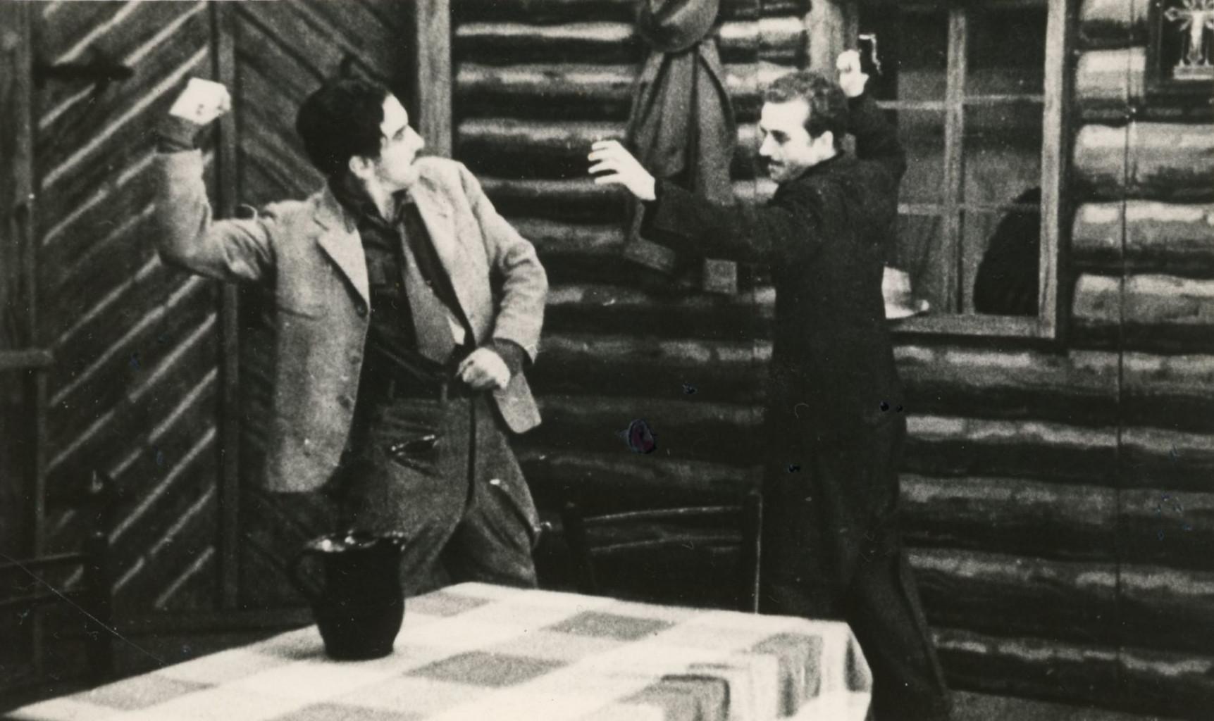 Prizor iz predstave Raztrganci Mateja Bora.