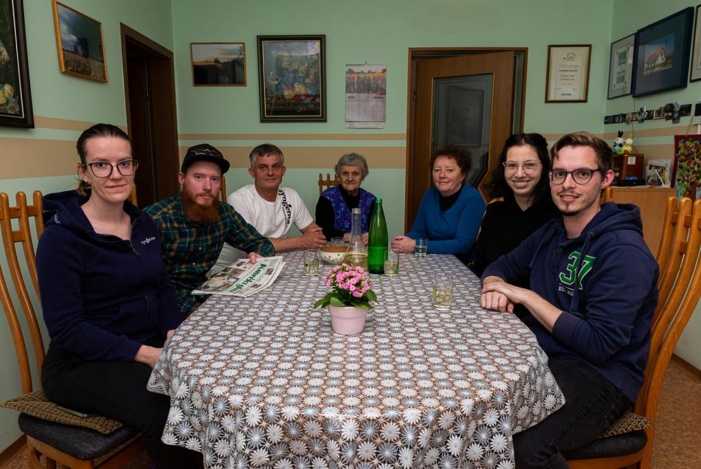 Vitezovi (od leve): Sonja, Denis, Franc, Amalija, Darja, Jan in Sarah.