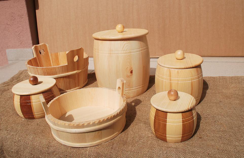Jakličeve lepo okrašene in lično izdelane posode so zelo priljubljene, ker so lepe in narejene iz naravnega, zdravega materiala.