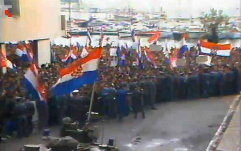 Protesti pred mornariškim poveljstvom JLA 6. maja 1991 v Splitu
