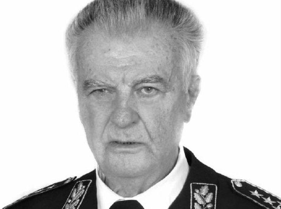 Prva žrtev napetosti na Hrvaškem v vrstah jugoslovanske zvezne vojske je po eni strani sprožila bobnenje armadnih vrhov. Na pobudo zveznega sekretarja (ministra) za obrambo Veljka Kadijevića se je sešlo zvezno predsedstvo.