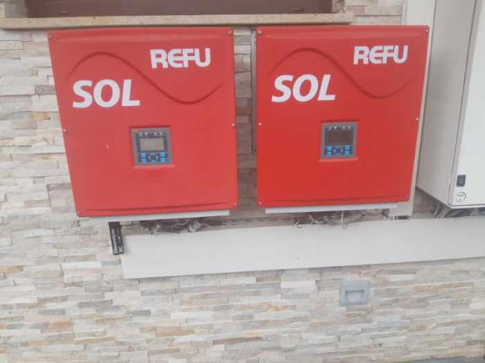 Merilno postajo ima vsaka od treh samostojnih sončnih elektrarn.