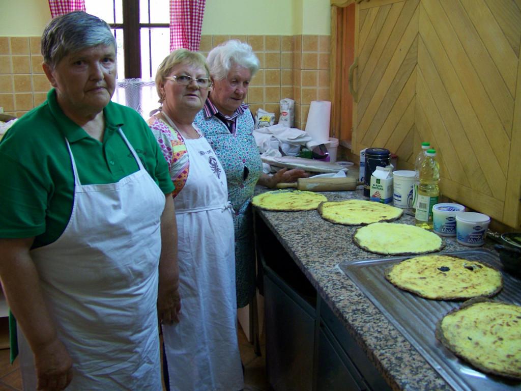 V kuhinji na Grüntu je zadišalo po kulinaričnih prleških dobrotah.