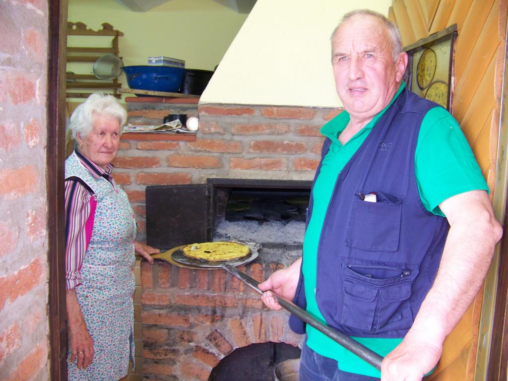 V kuhinji se odlično znajde tudi predsednik turističnega društva Janko Horvat.