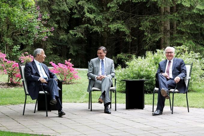 Predsednik Portugalske republike dr. Marcelo Rebelo de Sousa, predsednik Republike Slovenije gospod Borut Pahor in predsednik Zvezne republike Nemčije gospod Frank-Walter Steinmeier.   Avtor STA; vir: UPRS.