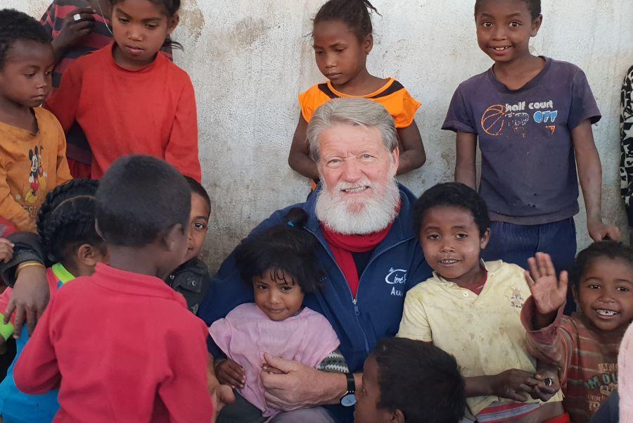 Misijonar Pedro Opeka že dolga leta deluje na Madagaskarju.   Avtor Pedro Opeka, osebni arhiv