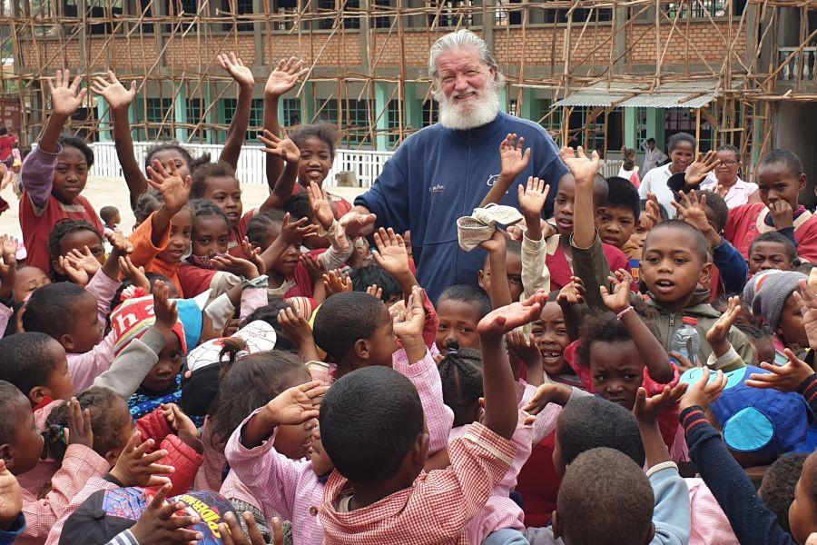 Pedro Opeka pravi, da afriški otroci živijo z nasmehom na obrazu.   Avtor Pedro Opeka, osebni arhiv