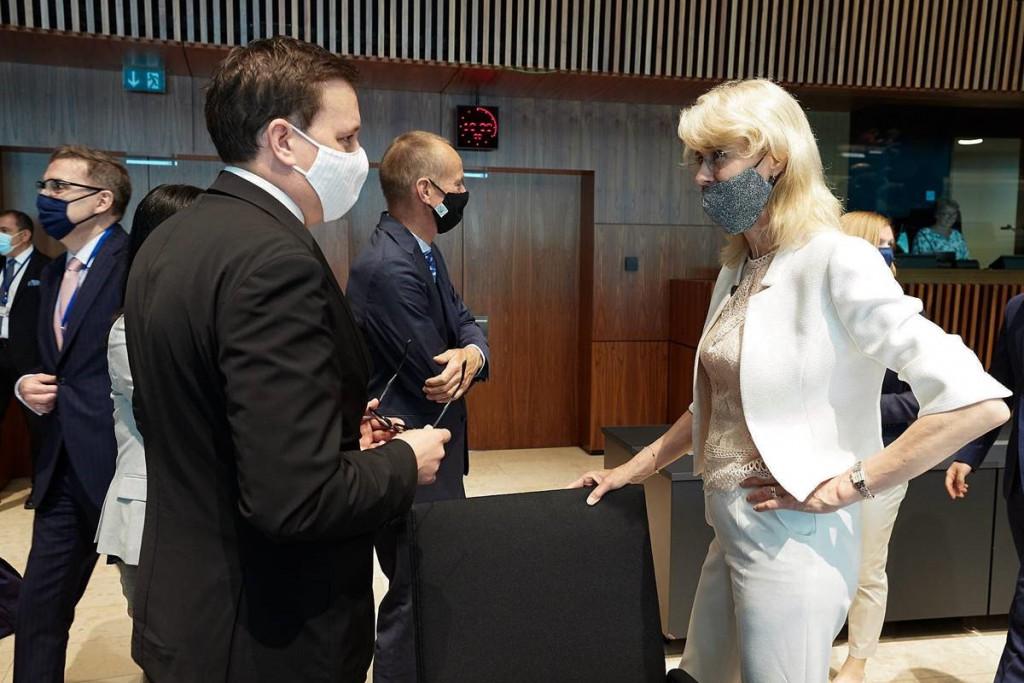 Minister Koritnik v pogovoru z Mono keijzer, nizozemsko državno sekretarko za gospodarstvo in podnebno politiko