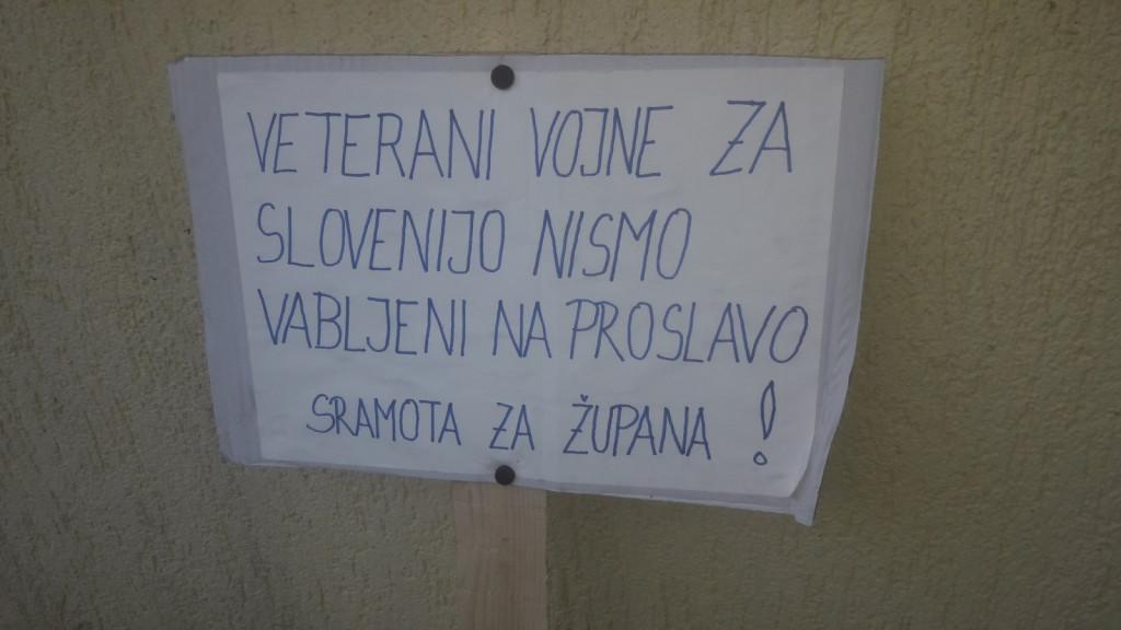 Protestne table in pisni pamfleti na račun župana Romana Leljaka so stalnica peščice titofilov, ki se ne morejo sprijazniti, da jim vzamejo ulico, ki nosi ime po diktatorju Titu