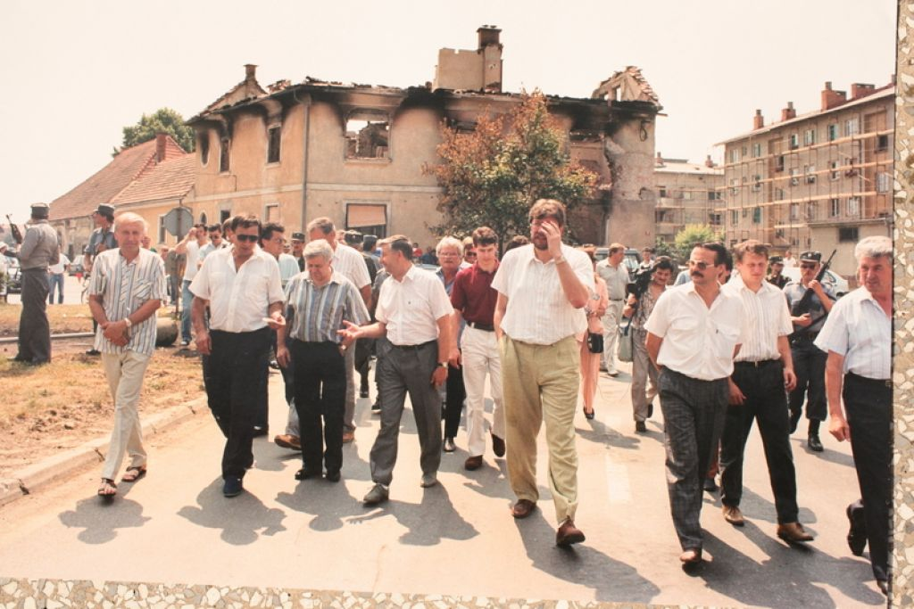 Predsednik predsedstva Slovenije Milan Kiučan v družbi notranjega ministra Igorja Bavčarja si je ogledal radgonsko razdejanje