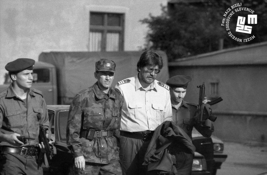 Obrambni in ntranji minister Janez Jaanša in Igor Bavčar na ogledu mejnega prehoda