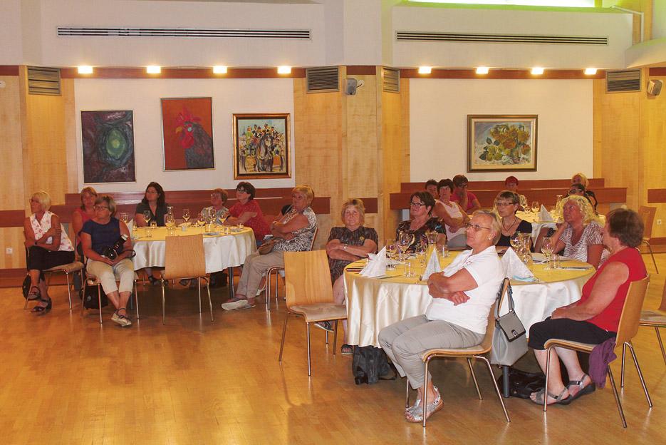Po dveh letih so se predstavnice stanovskih društev srečale na občnem<br>zboru ZKS v Zrečah.
